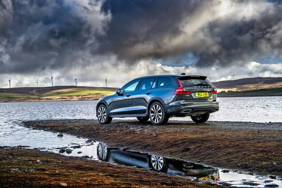 2019 Volvo V60 Cross Country review - rear | The Car Expert
