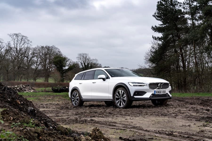 Volvo V60 Cross Country (2019) front view | The Car Expert