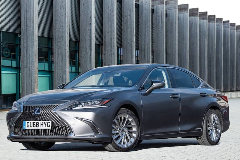 Lexus ES 300h (2019) front view | The Car Expert
