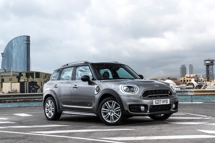 Mini Countryman (2017) front view | The Car Expert