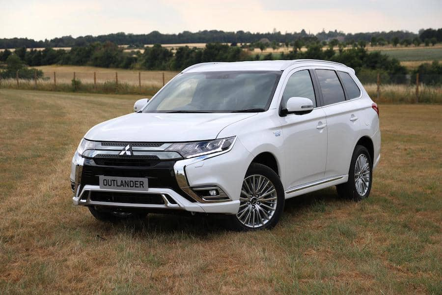 Mitsubishi Outlander PHEV (2018) front | The Car Expert