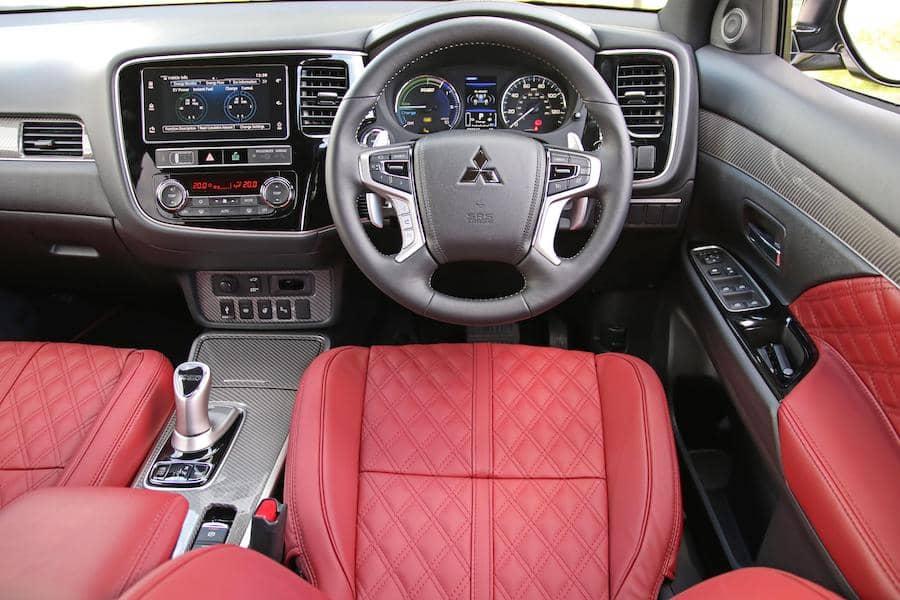 Mitsubishi Outlander PHEV (2018) dashboard | The Car Expert
