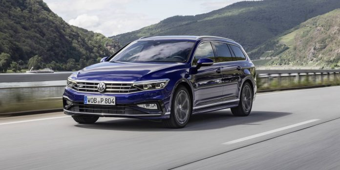 Volkswagen Passat estate review wallpaper 2019   The Car Expert