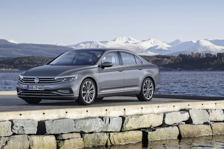 Volkswagen Passat saloon review 2019 - front | The Car Expert