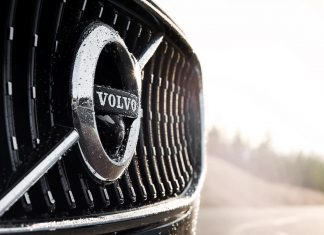 Volvo V90 Cross Country grill badge | The Car Expert