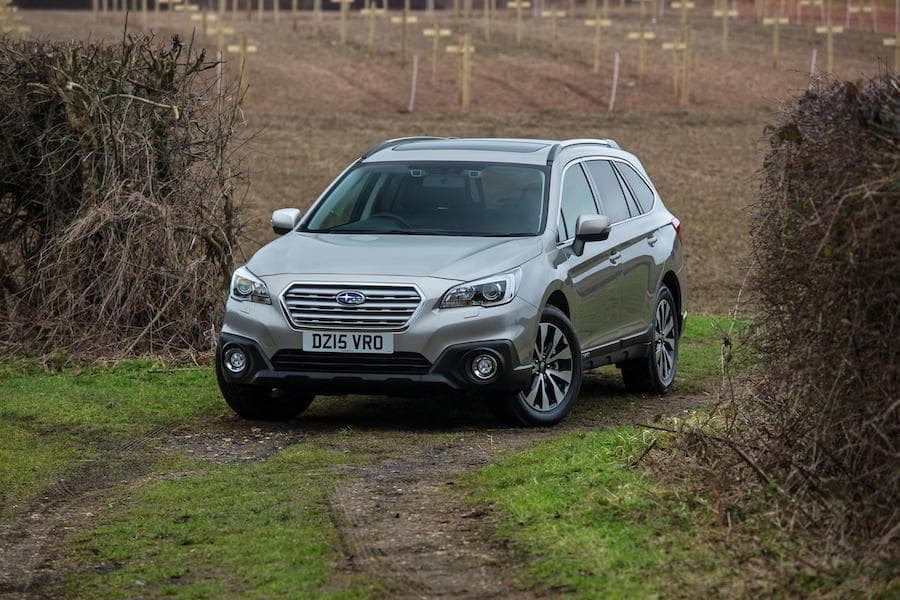 Subaru Outback (2015) front view | The Car Expert