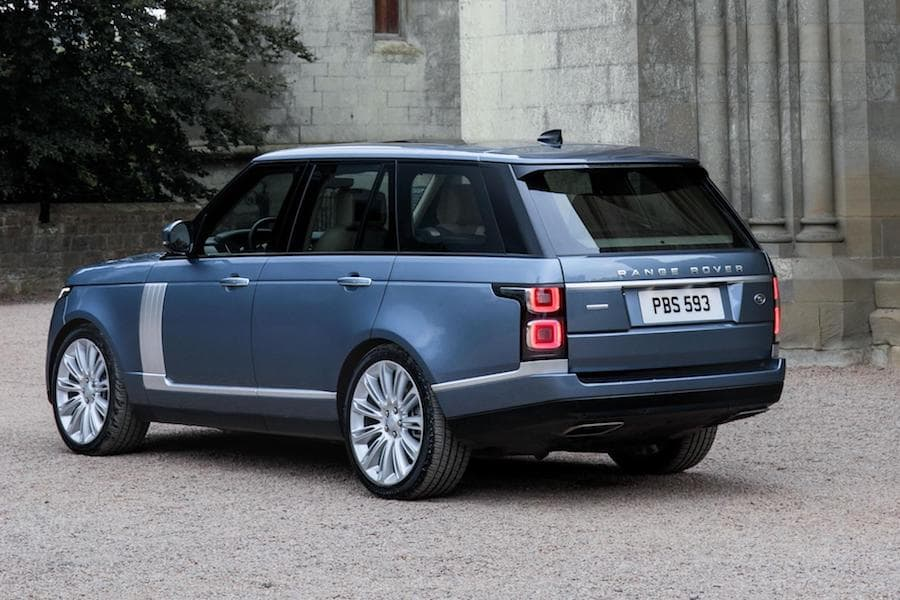 Range Rover (2013 - present) rear view | The Car Expert