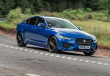 Jaguar XE 2020 pan The Car Expert