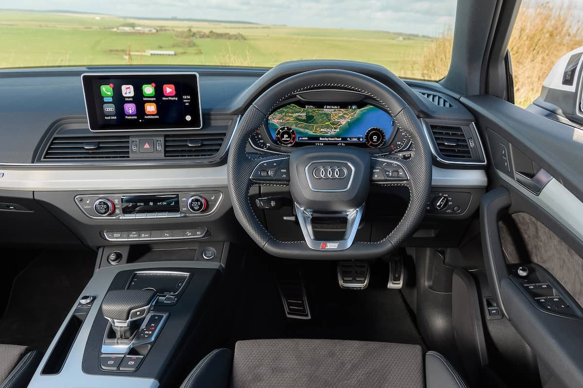 Audi Q5 (2017) interior and dashboard | The Car Expert