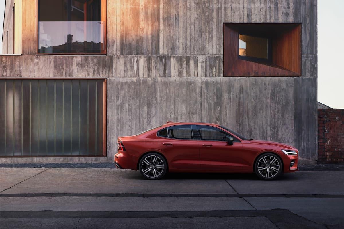 Volvo S60 range bolstered with plug-in hybrid powertrain 2