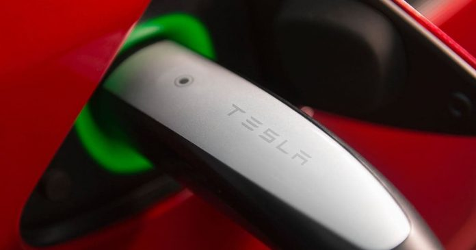 Tesla to resume unlimited free charging for Model S and Model X