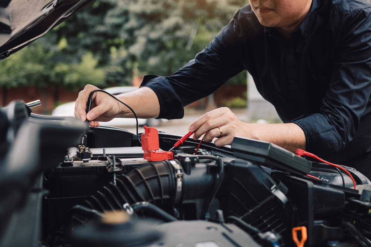 Checking the voltage on a car battery | The Car Expert
