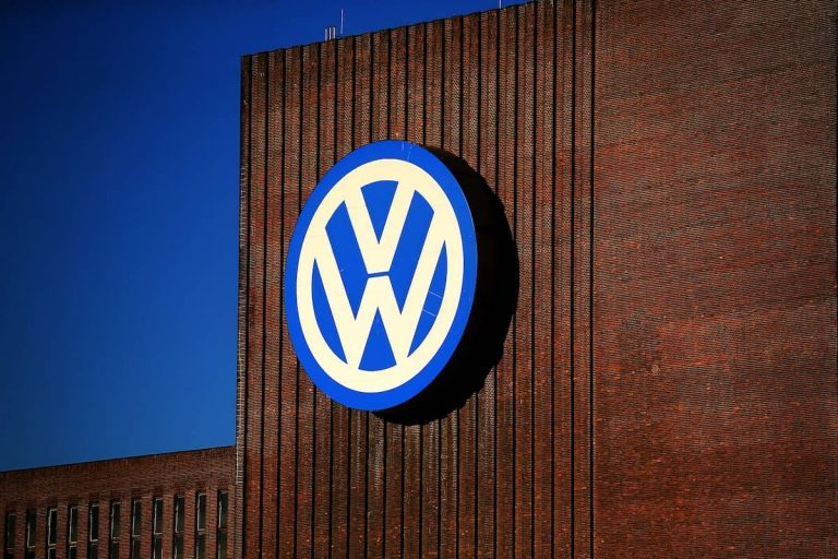 Volkswagen bosses charged with market manipulation