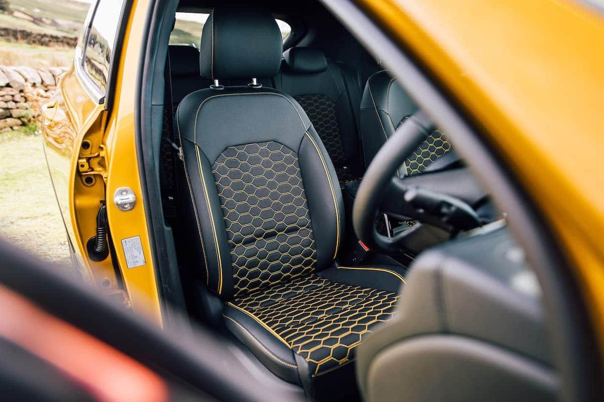 Kia XCeed review 2019 - seat trim | The Car Expert