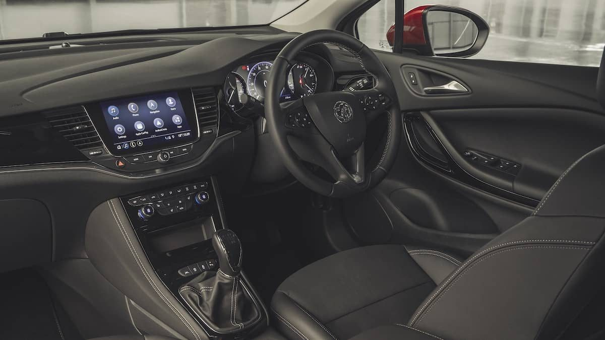 Vauxhall Astra review 2019 – interior and dashboard | The Car Expert