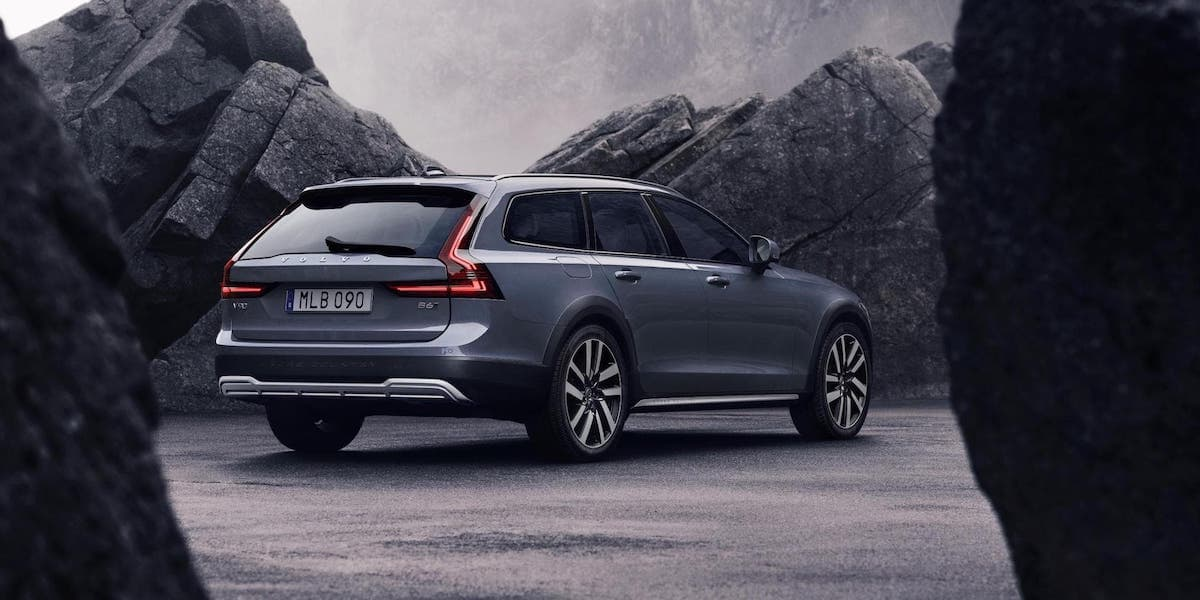 Volvo V90 Cross Country updated for 2020 | The Car Expert