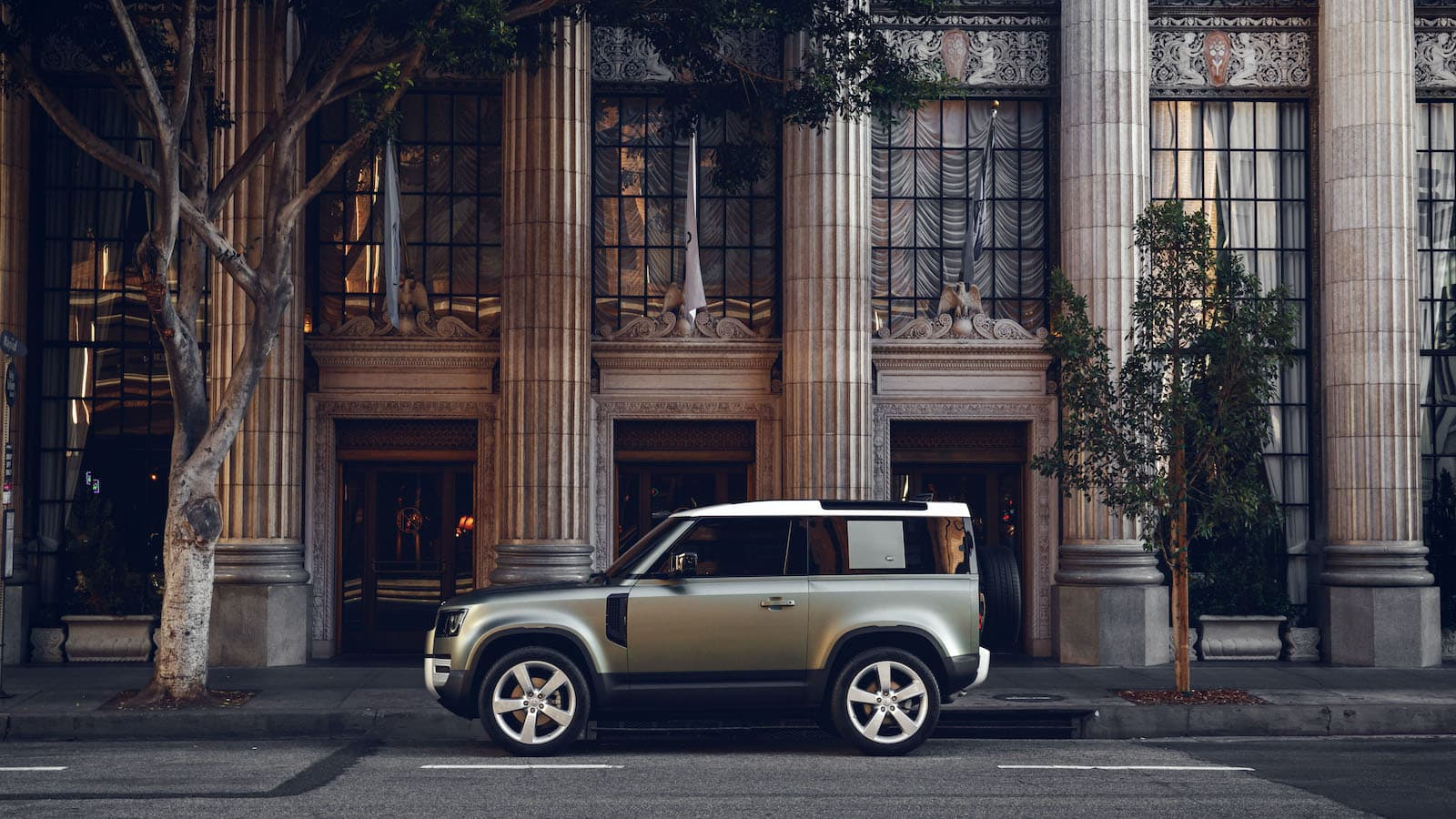 2020 Land Rover Defender 90 in the city | The Car Expert