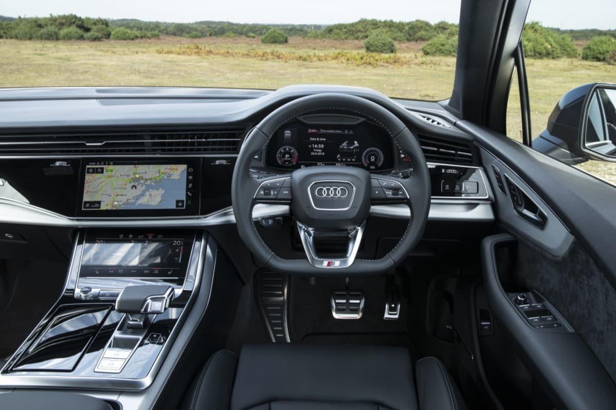 Audi Q7 (2019) - interior and dashboard