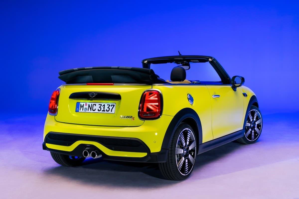 Mini Convertible (2021 onwards) - rear view