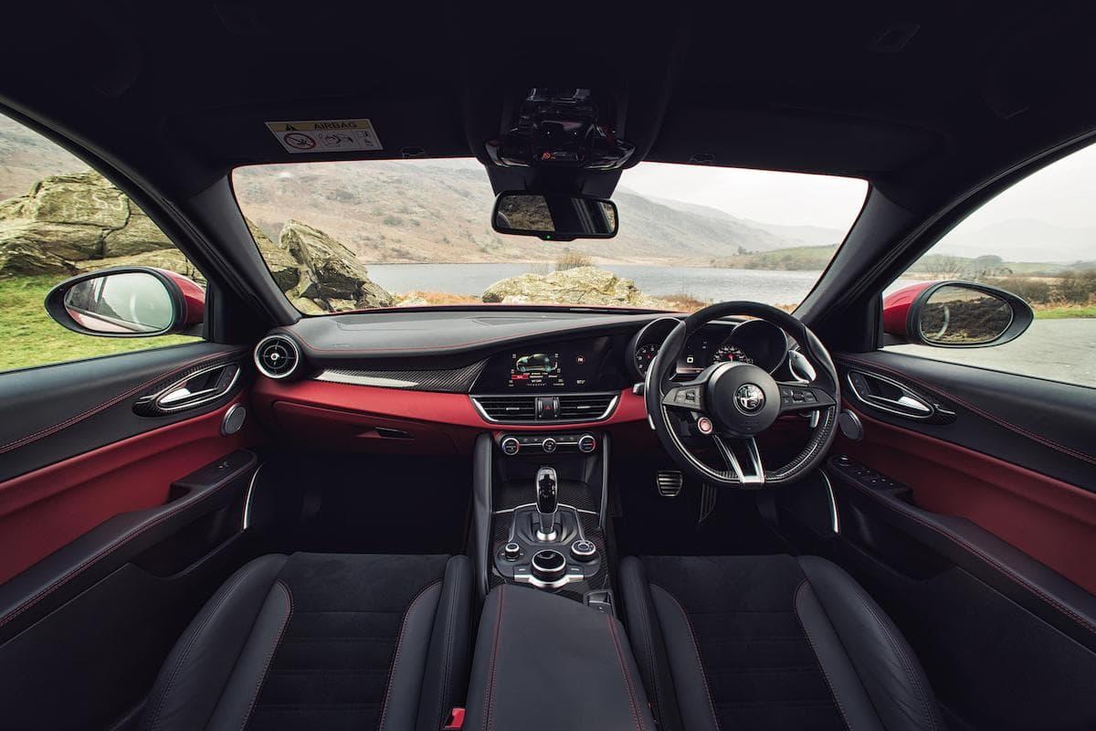 Alfa Romeo Giulia Quadrifoglio (2016 onwards) - interior and dashboard