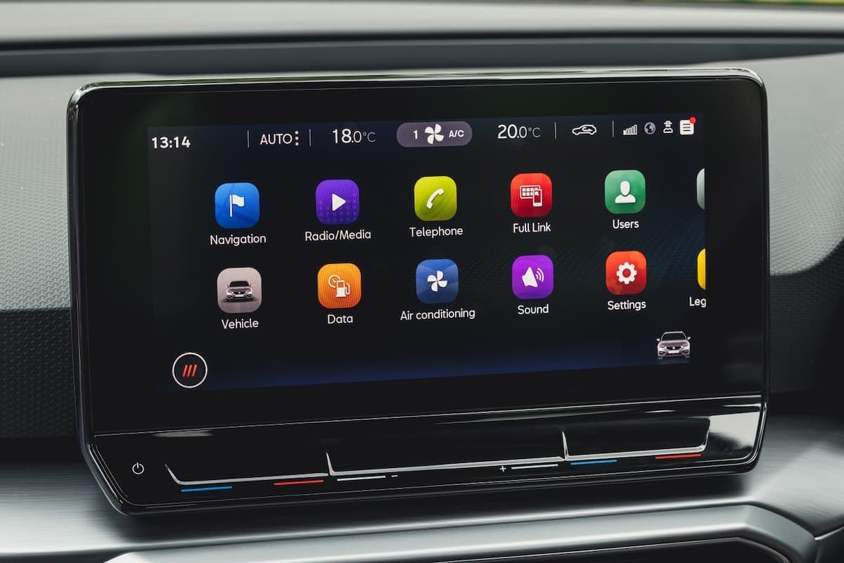 SEAT Leon FR review 2020 - infotainment touchscreen