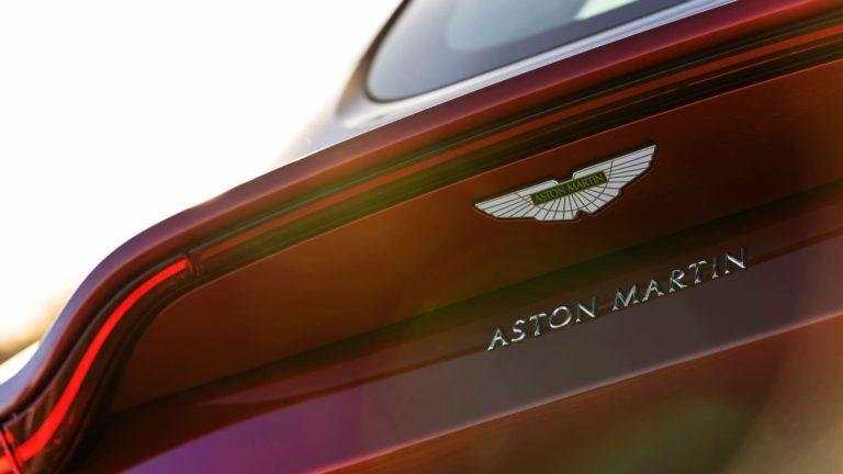 Mercedes-Benz increases stake in Aston Martin