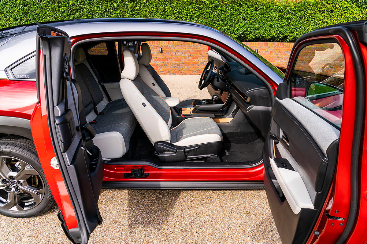Mazda MX-30 (2021) entry doors