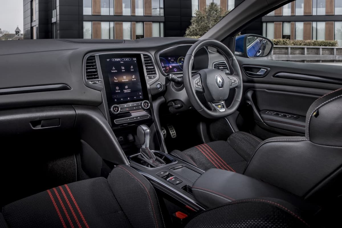 Renault Megane Sport Tourer E-Tech plug-in hybrid review - interior and dashboard