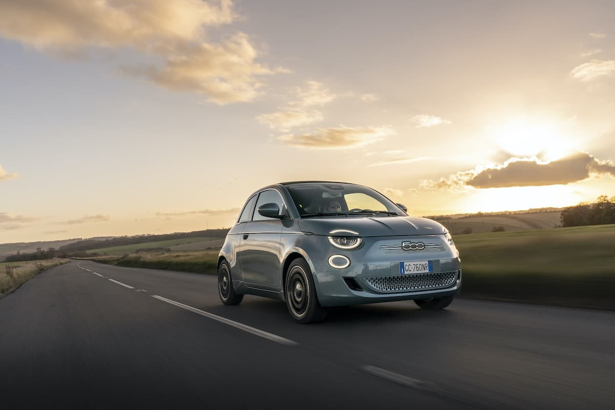 Fiat 500 Electric (2021 onwards) - front view