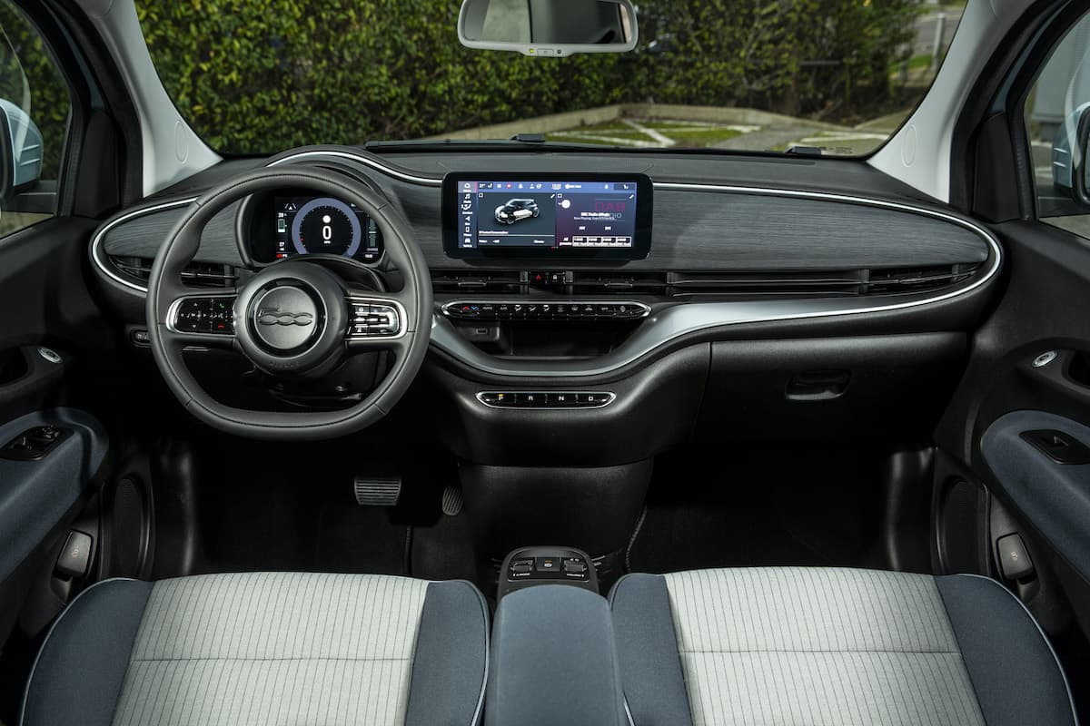 Fiat 500 Electric (2021 onwards) - interior and dashboard