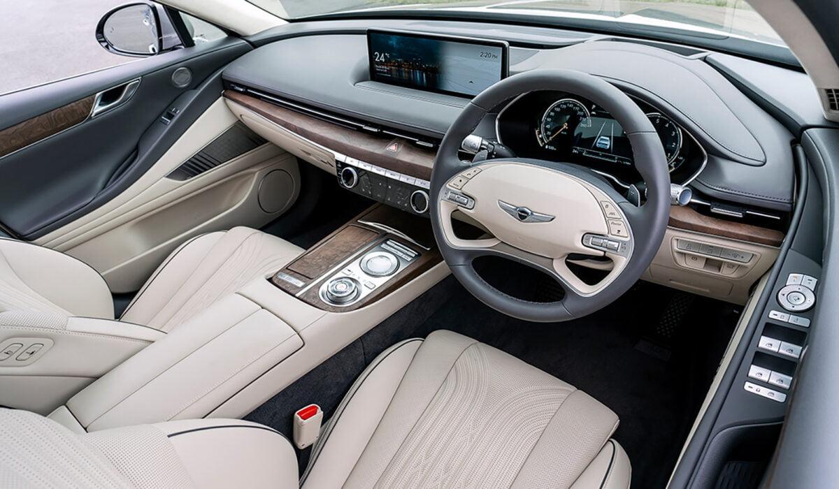 2105 Genesis G80 interior