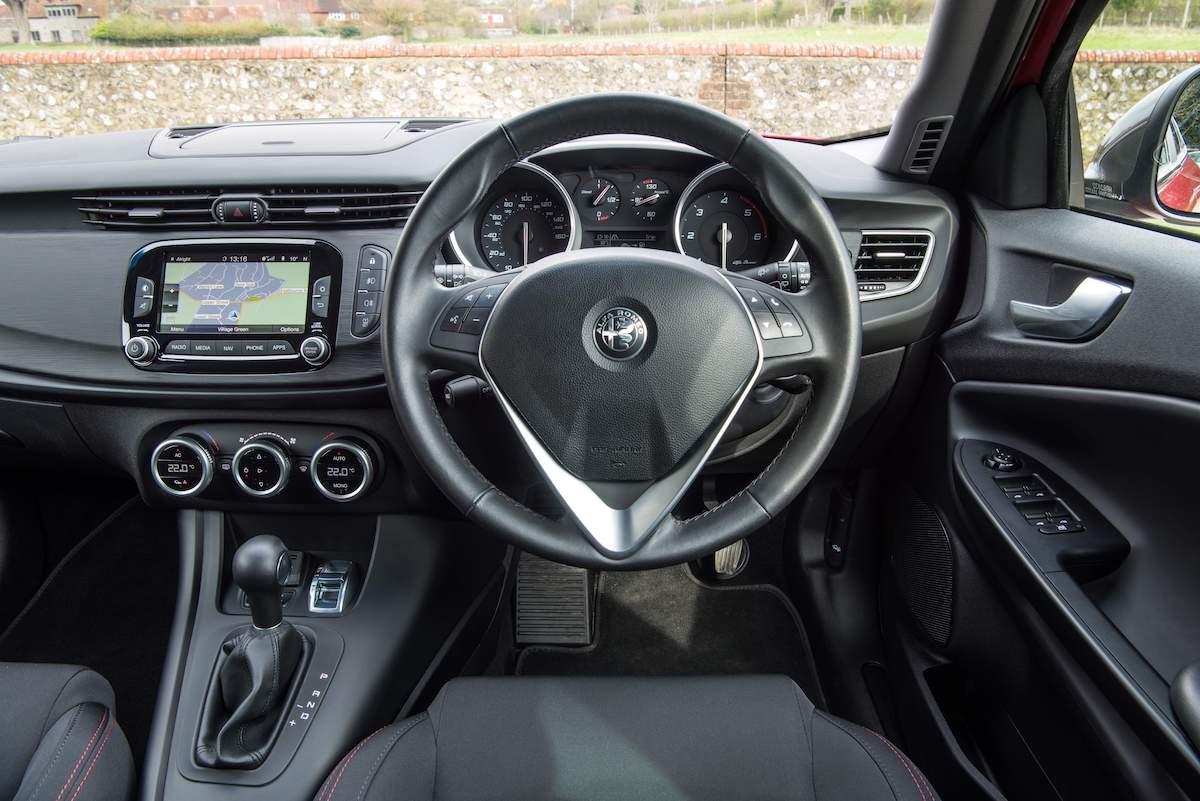 Giulia (2016 - 2021) – interior and dashboard