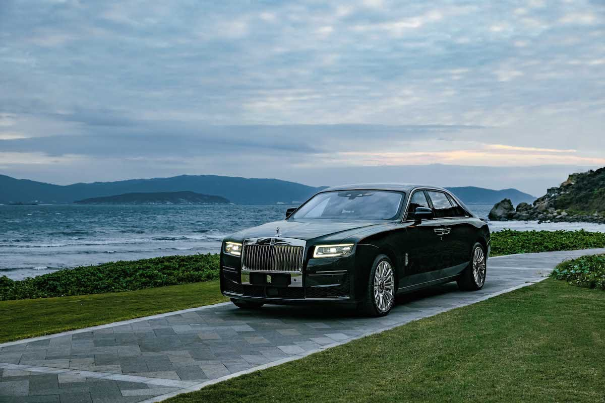 Rolls-Royce Ghost (2020 onwards) – black
