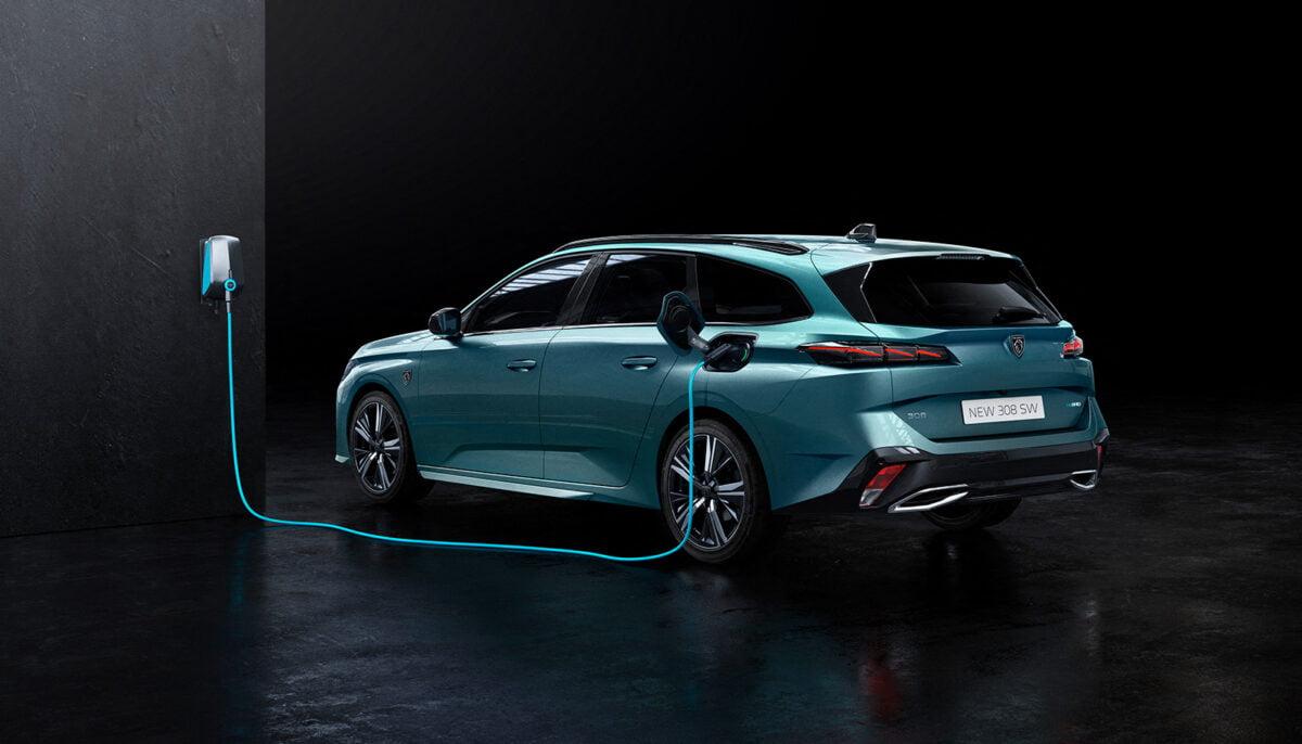 Peugeot 308SW rear charging