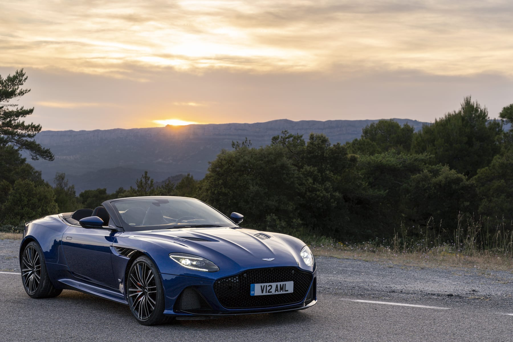 Aston Martin DBS Volante (2018 onwards) – front view